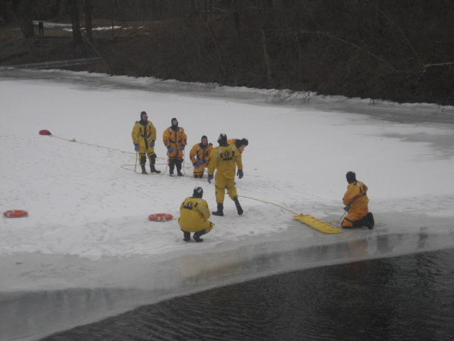 You are browsing images from the article: Ice Rescue Training